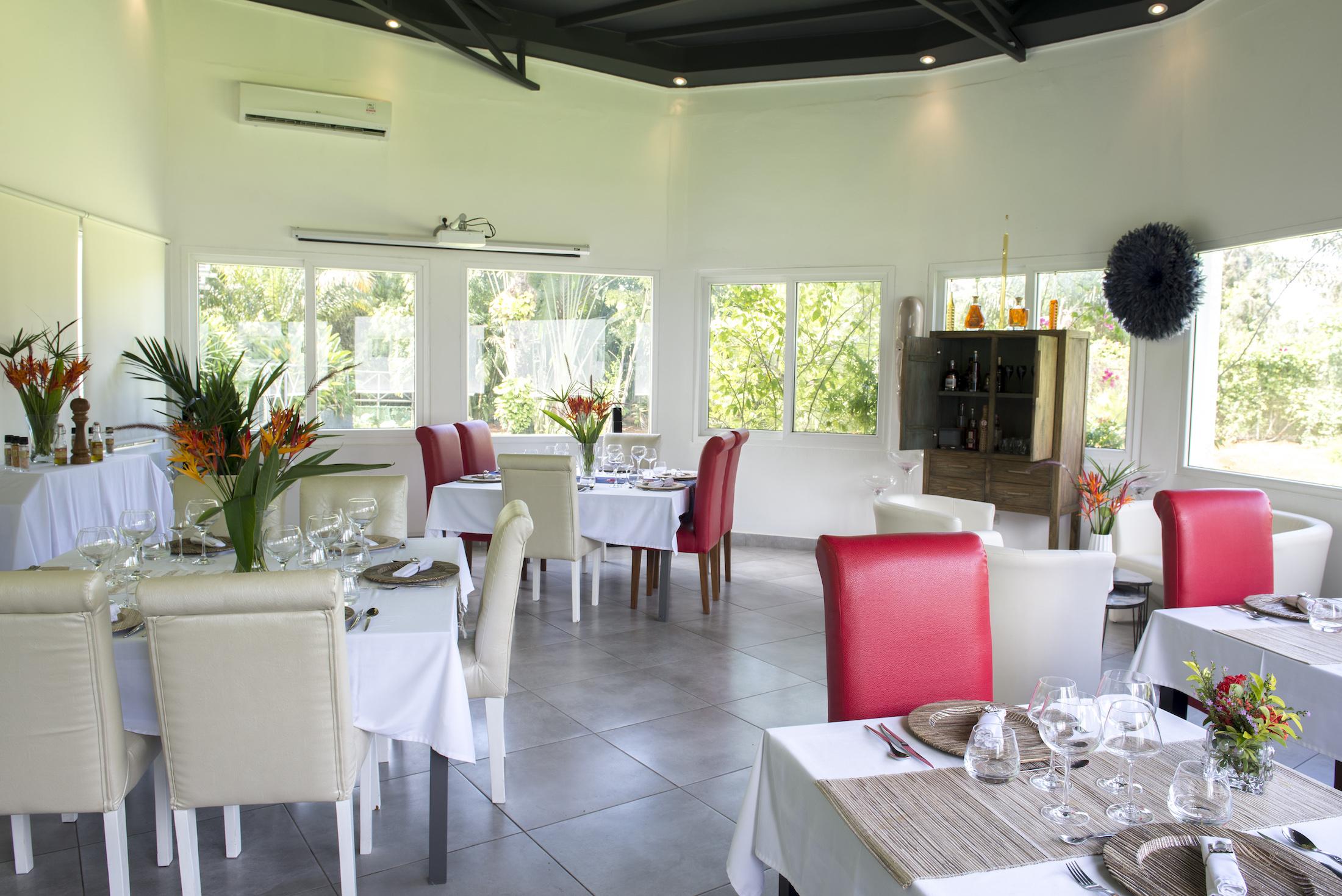 Salle VIP Eden Restaurant Hotel du Parc Port-Gentil Gabon-001